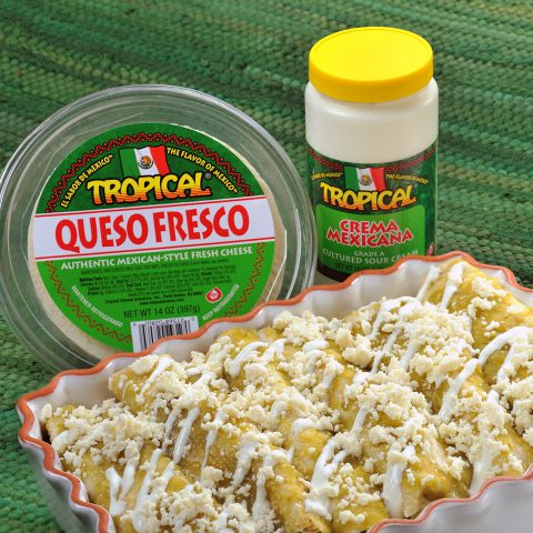 Enchiladas de pollo con queso fresco y crema