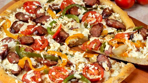 Pizza de queso blanco y chorizo