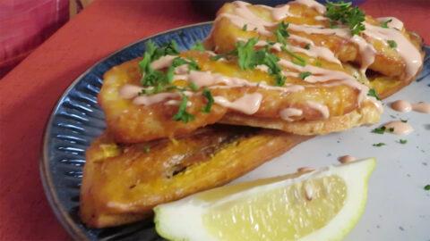 Tostones con Queso Frito y pescado